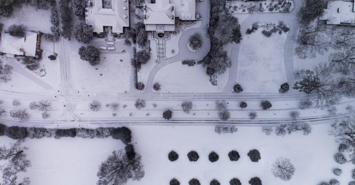 雪に覆われた街